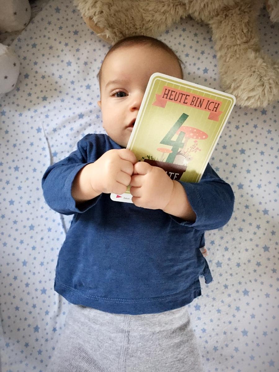 Baby Macht Sich Steif Wie Ein Brett